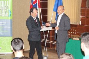 Ocenenie a dar pre SPŠ strojnícka Fajnorka